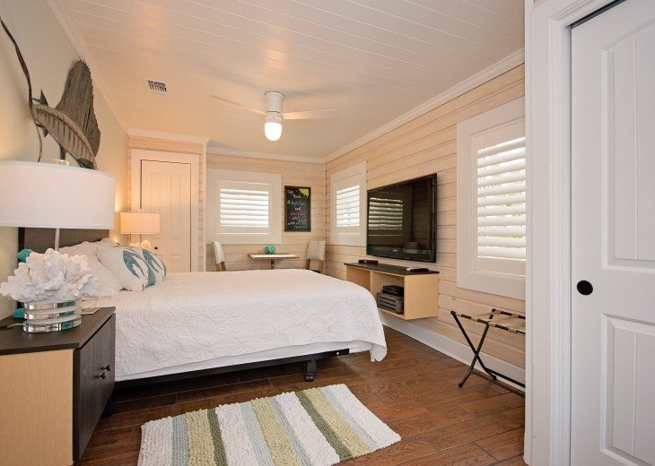 6West Beach Cottages- Heated Pool, Sleeps up to 22, Beachside of Gulf Blvd! #34