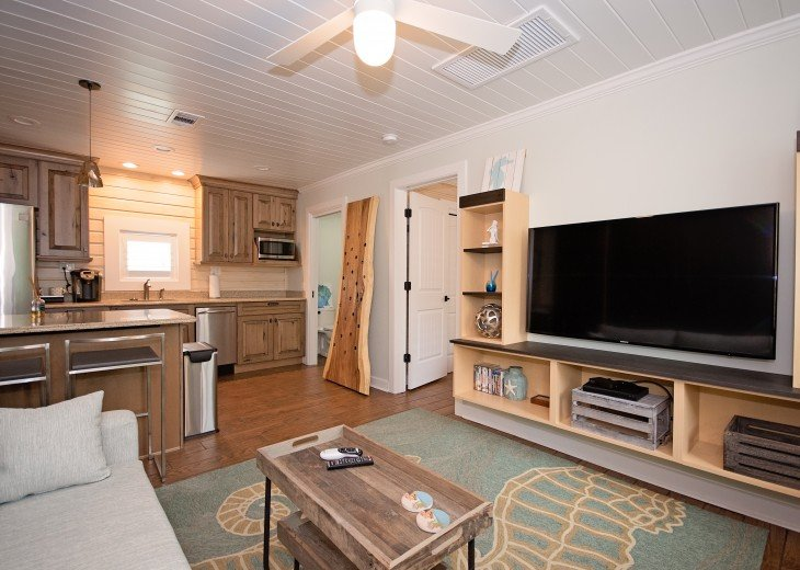 6West Beach Cottages- Heated Pool, Sleeps up to 22, Beachside of Gulf Blvd! #67