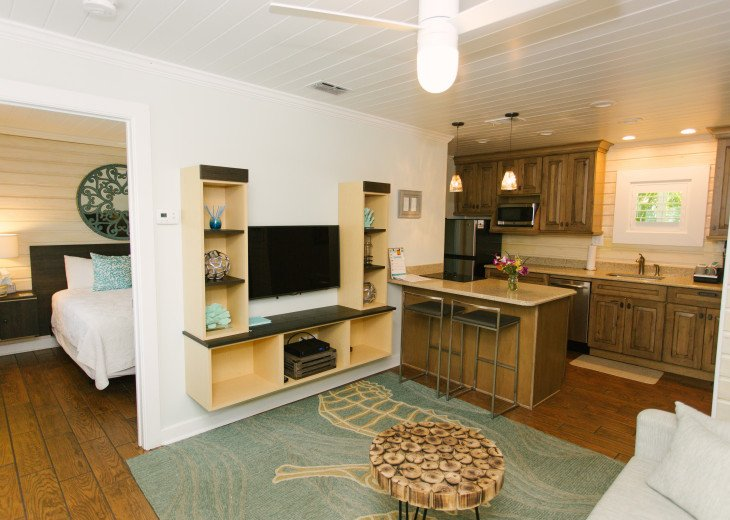 6West Beach Cottages- Heated Pool, Sleeps up to 22, Beachside of Gulf Blvd! #6