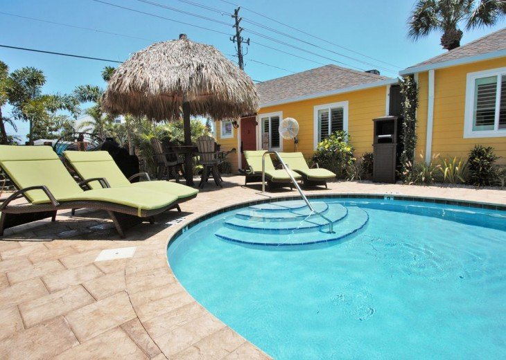 6West Beach Cottages- Heated Pool, Sleeps up to 22, Beachside of Gulf Blvd! #29