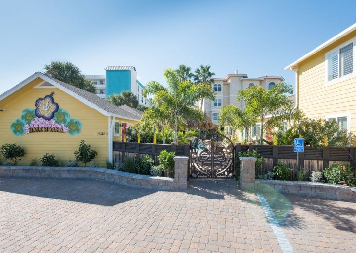 6West Beach Cottages- Heated Pool, Sleeps up to 22, Beachside of Gulf Blvd! #106