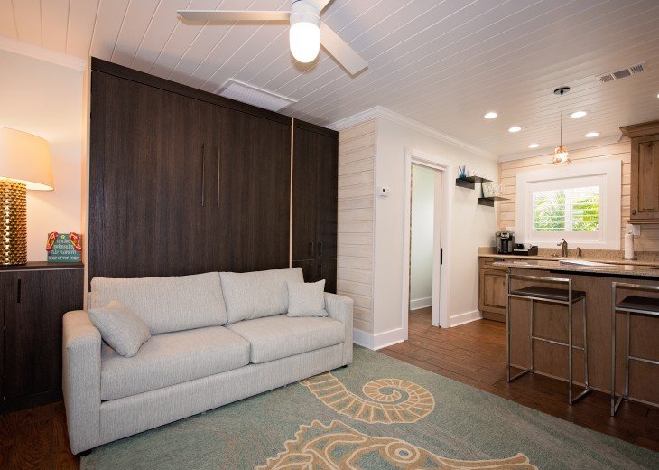 6West Beach Cottages- Heated Pool, Sleeps up to 22, Beachside of Gulf Blvd! #89
