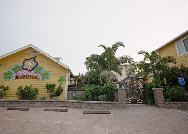 6West Beach Cottages- Heated Pool, Sleeps up to 22, Beachside of Gulf Blvd! #54