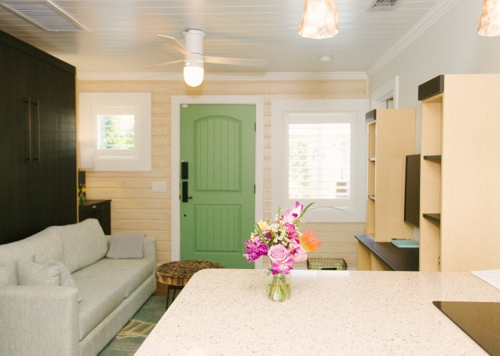 6West Beach Cottages- Heated Pool, Sleeps up to 22, Beachside of Gulf Blvd! #143