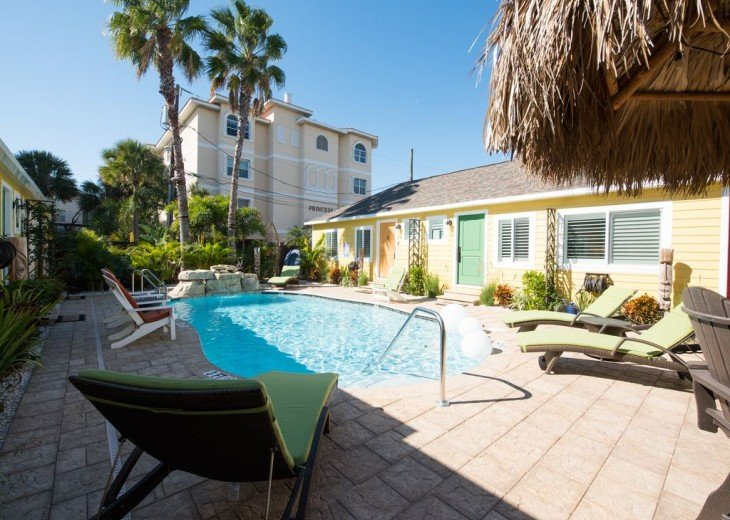 6West Beach Cottages- Heated Pool, Sleeps up to 22, Beachside of Gulf Blvd! #40