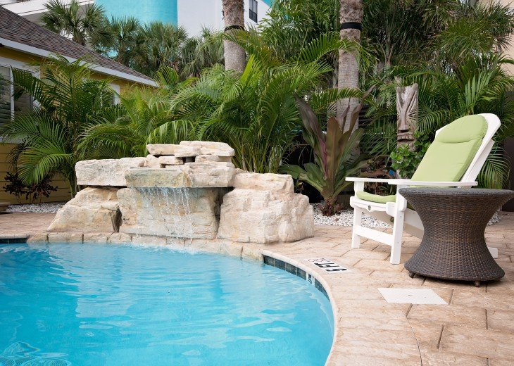 6West Beach Cottages- Heated Pool, Sleeps up to 22, Beachside of Gulf Blvd! #71
