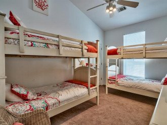 Upper Level Bunk Room w/ 2 twin over twin bunks