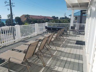 Large Upper Deck w/ Dinner Seating for 20+ and 6 loungers