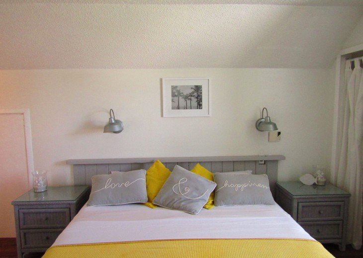 master bedroom kingsize bed with ensuite bathroom