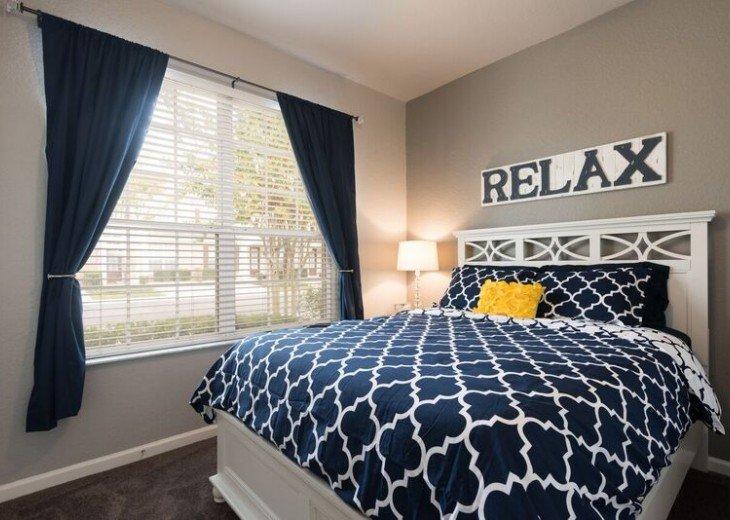 1st Floor bedroom - queen bed.