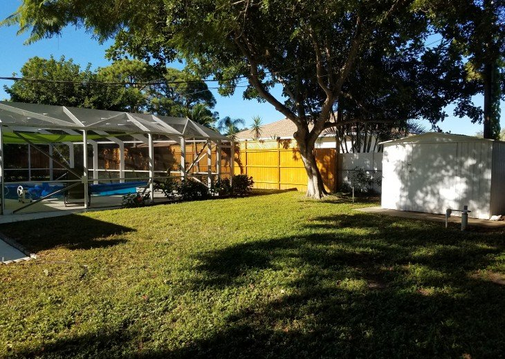 Private Heated Pool Home. Walk or bike to Shamrock Park and close to the beaches #29