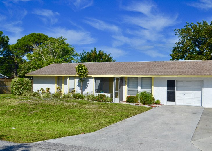 Private Heated Pool Home. Walk or bike to Shamrock Park and close to the beaches #34