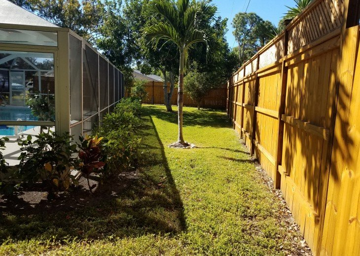 Private Heated Pool Home. Walk or bike to Shamrock Park and close to the beaches #28