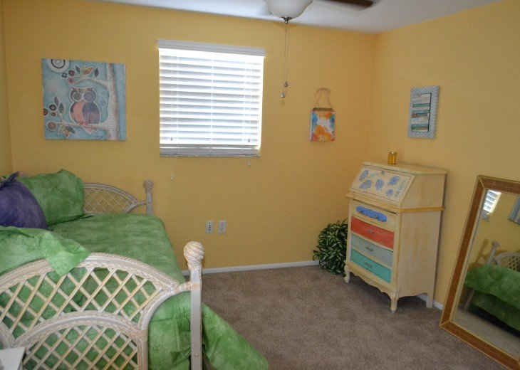 Private Heated Pool Home. Walk or bike to Shamrock Park and close to the beaches #25