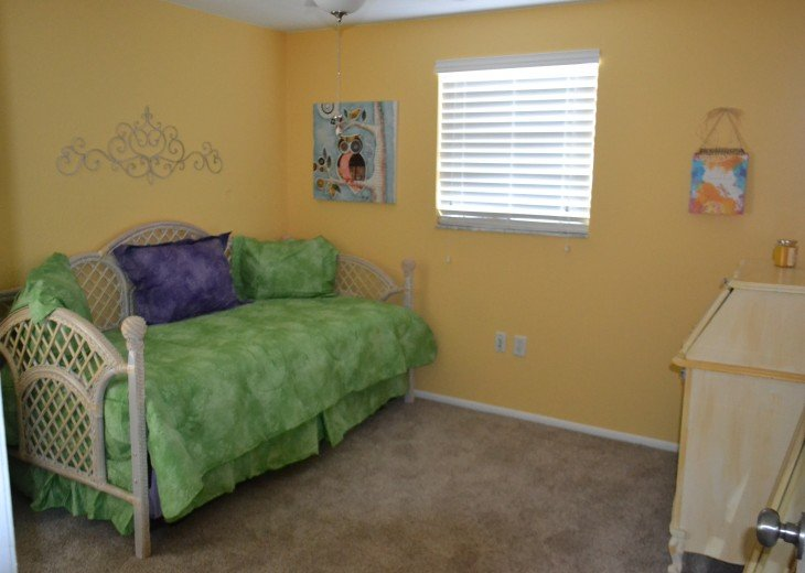 Bedroom 3 with two twin beds (2nd bed stored under)