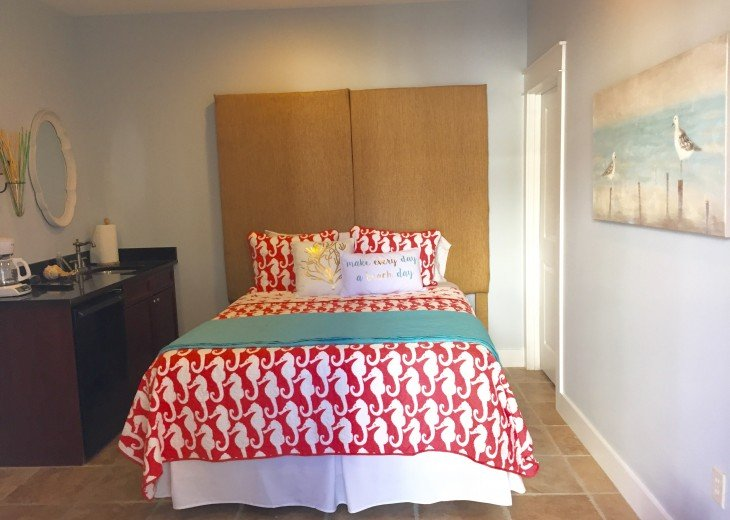 Carriage House - Queen bed