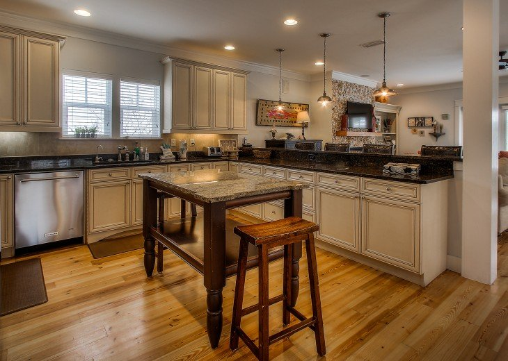 Gourmet Kitchen-fully stocked