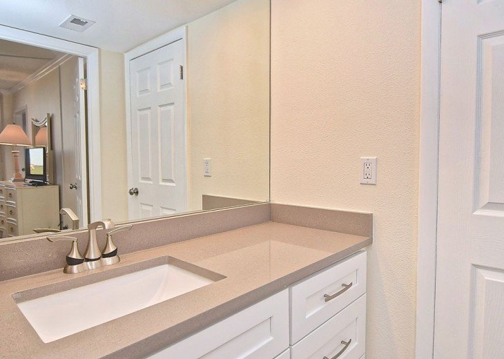 Beautifully renovated condo, walk to Siesta Key Beach! See Special Summer Rate! #6