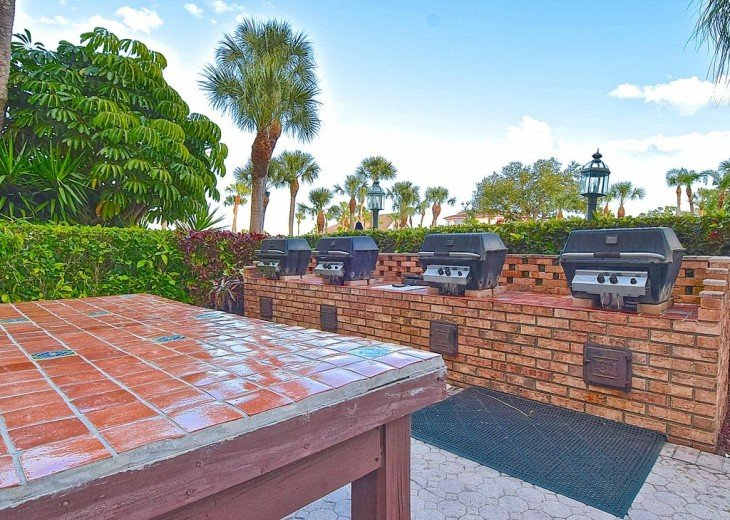 Beautifully renovated condo, walk to Siesta Key Beach! See Special Summer Rate! #19