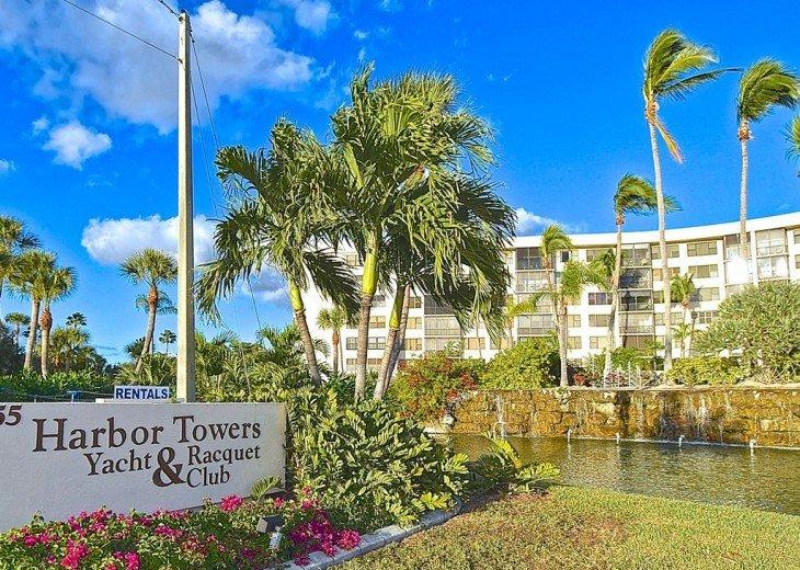 Beautifully renovated condo, walk to Siesta Key Beach! #17