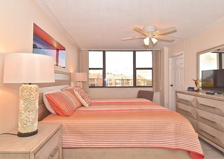Beautifully renovated condo, walk to Siesta Key Beach! See Special Summer Rate! #14