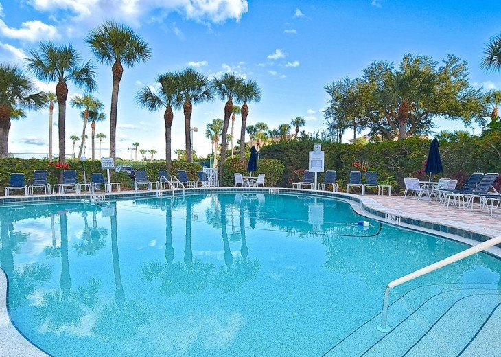 Beautifully renovated condo, walk to Siesta Key Beach! See Special Summer Rate! #15