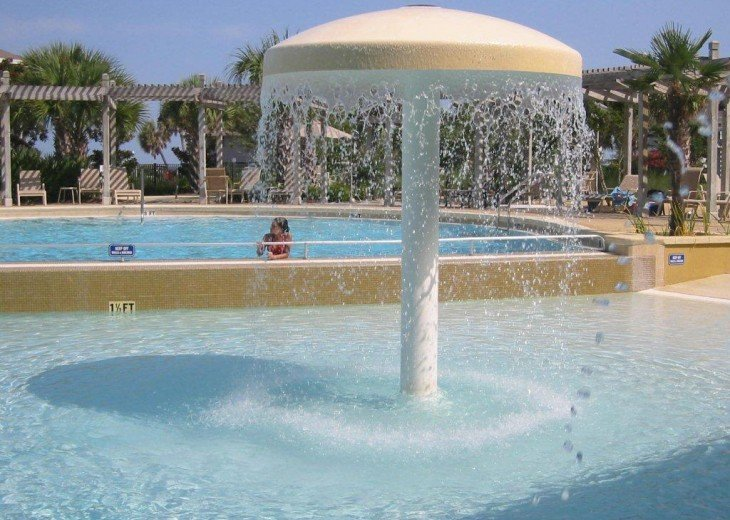 Fun mushroom fountain and bi-level and zero entry pool. Perfect for children!!