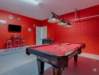 Retro wall art and air conditioning unit really do make this a cool room!