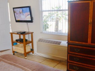 Studio flat screen cable TV and fast internet