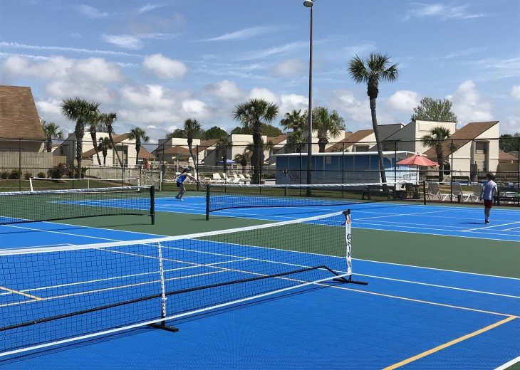 Tennis courts and pickle ball courts