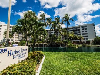Welcome to Harbor Towers Yacht & Racquet Club on Siesta Key