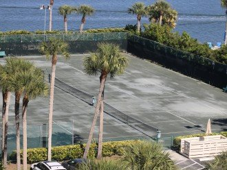 3 lights Har-Tru Tennis Courts for Guests