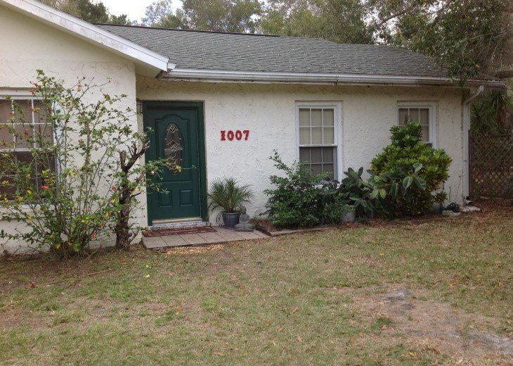 Peaceful Pinebrook Manor for 2 to 14 guests 1 block from Clearwater Country Club #47