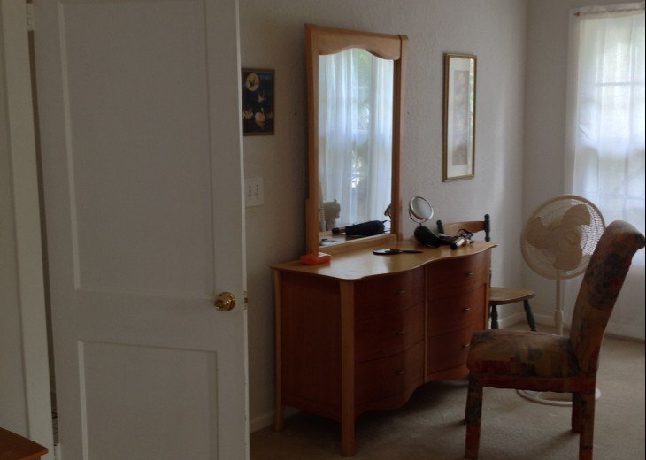 Peaceful Pinebrook Manor for 2 to 14 guests 1 block from Clearwater Country Club #21