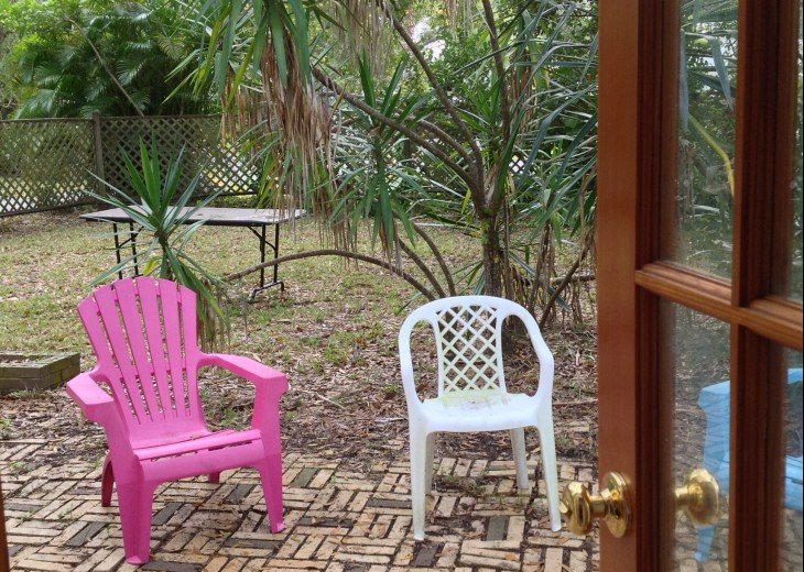 Peaceful Pinebrook Manor for 2 to 14 guests 1 block from Clearwater Country Club #42