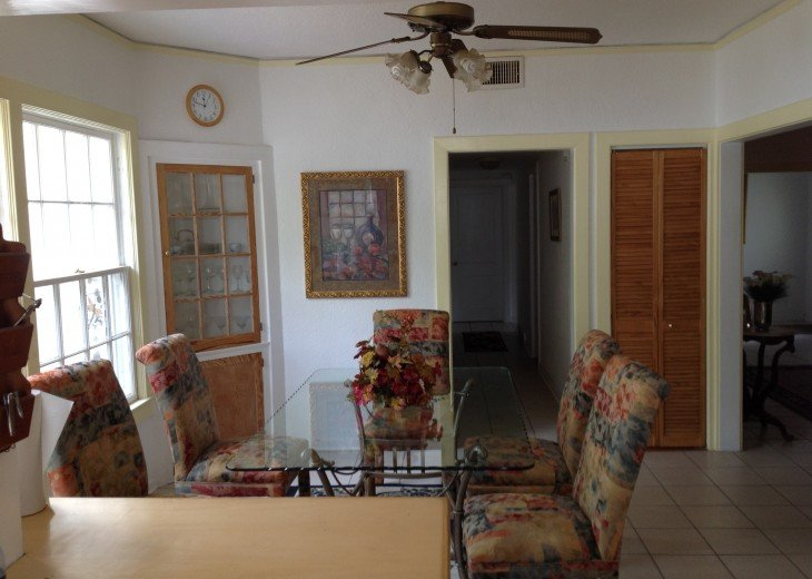 Peaceful Pinebrook Manor for 2 to 14 guests 1 block from Clearwater Country Club #11