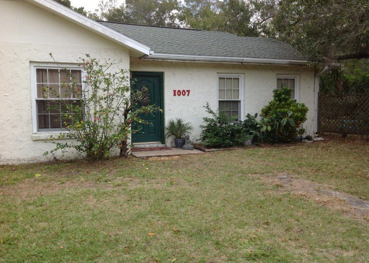 Peaceful Pinebrook Manor for 2 to 14 guests 1 block from Clearwater Country Club #45