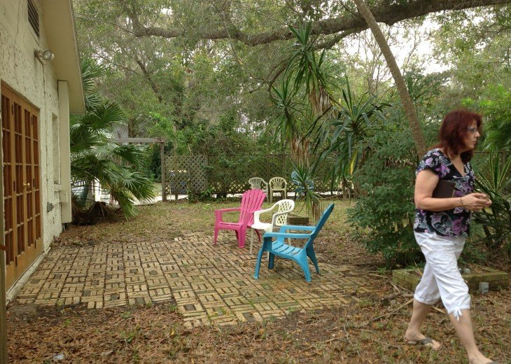 Peaceful Pinebrook Manor for 2 to 14 guests 1 block from Clearwater Country Club #49