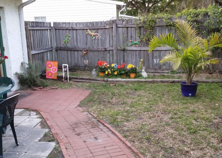 Peaceful Pinebrook Manor for 2 to 14 guests 1 block from Clearwater Country Club #39