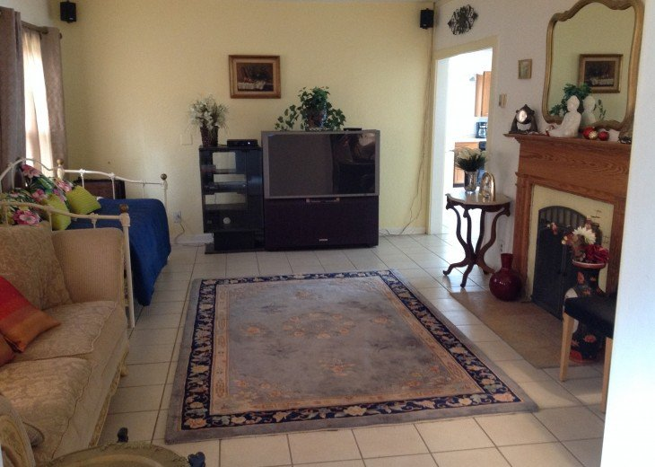 Peaceful Pinebrook Manor for 2 to 14 guests 1 block from Clearwater Country Club #2
