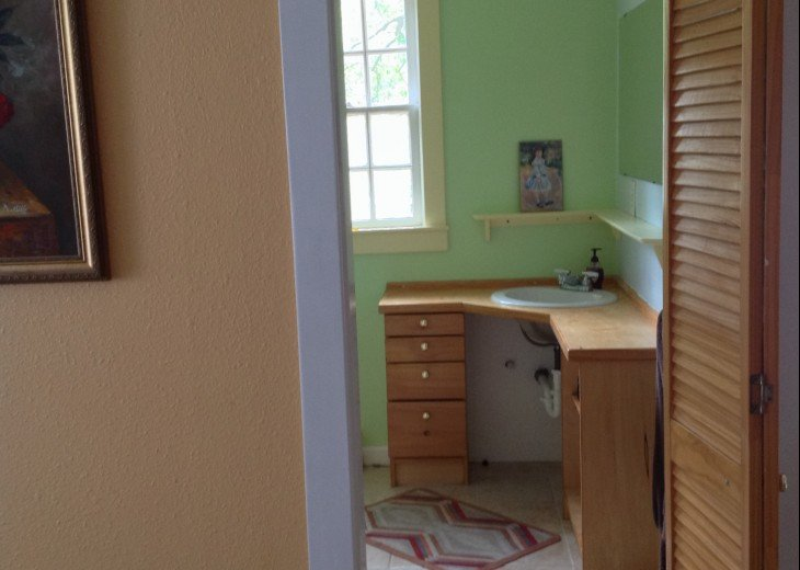 Peaceful Pinebrook Manor for 2 to 14 guests 1 block from Clearwater Country Club #24