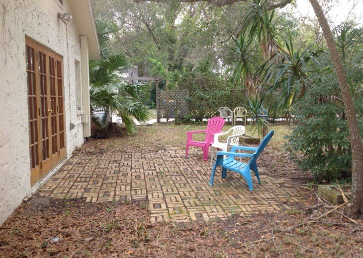 Peaceful Pinebrook Manor for 2 to 14 guests 1 block from Clearwater Country Club #44