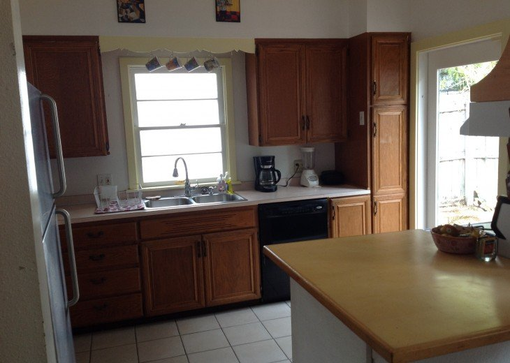 Peaceful Pinebrook Manor for 2 to 14 guests 1 block from Clearwater Country Club #12