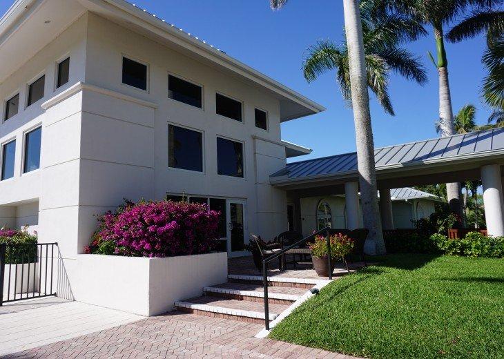 Tarpon Cove Club front entrance