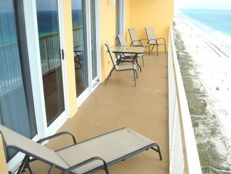 Extra large wrap around balcony for spending time w/ family & friends~w/ a view!