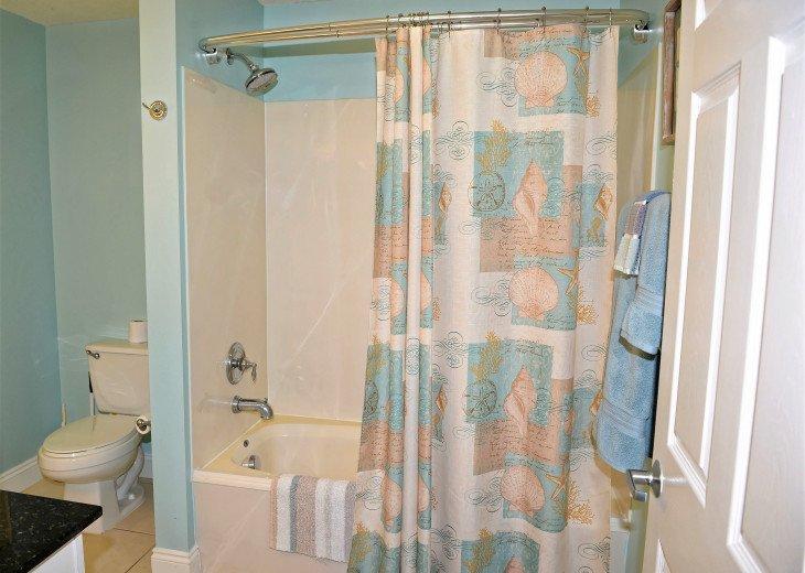 Master en suite has a tub/shower combo