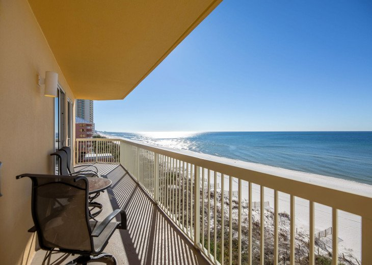 XL balcony to entertain family & friends~ or sit in peace & enjoy the view