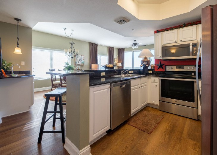 Upscale~Open concept kitchen great for enjoying family & friends & cooking