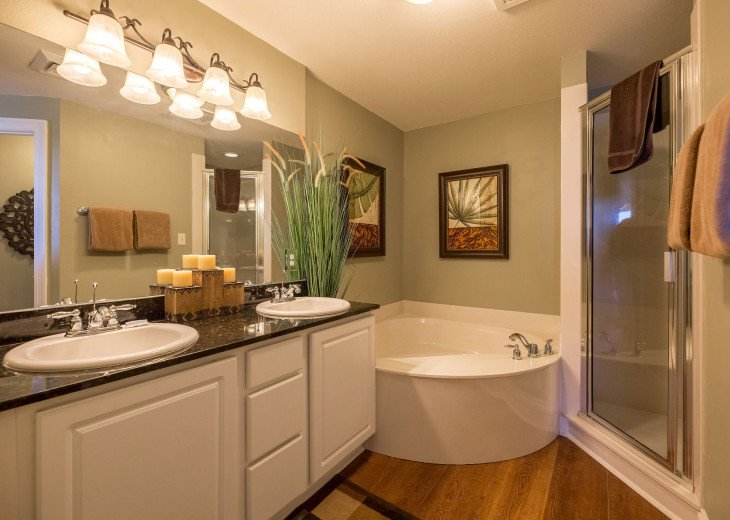 Spacious master en suite with garden tub, stand up shower, double vanity sinks