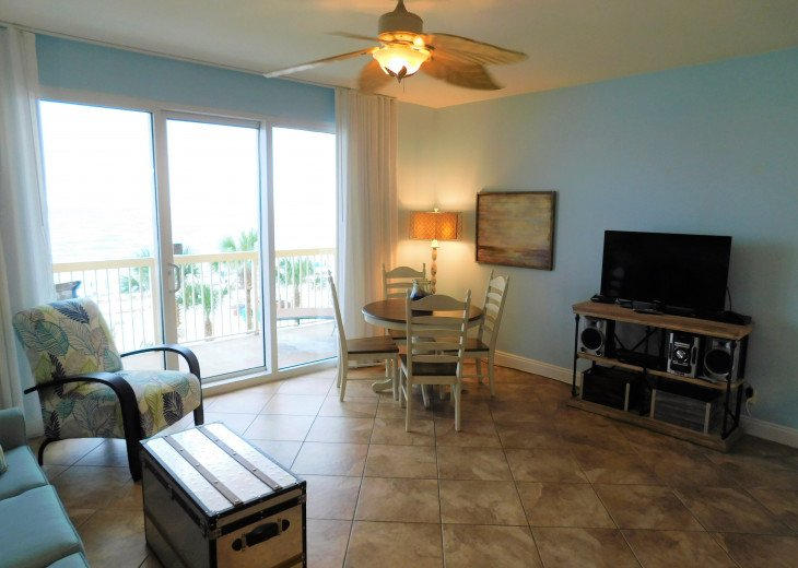 Spacious & bright living area for relaxing w/ family & enjoy views of the Gulf